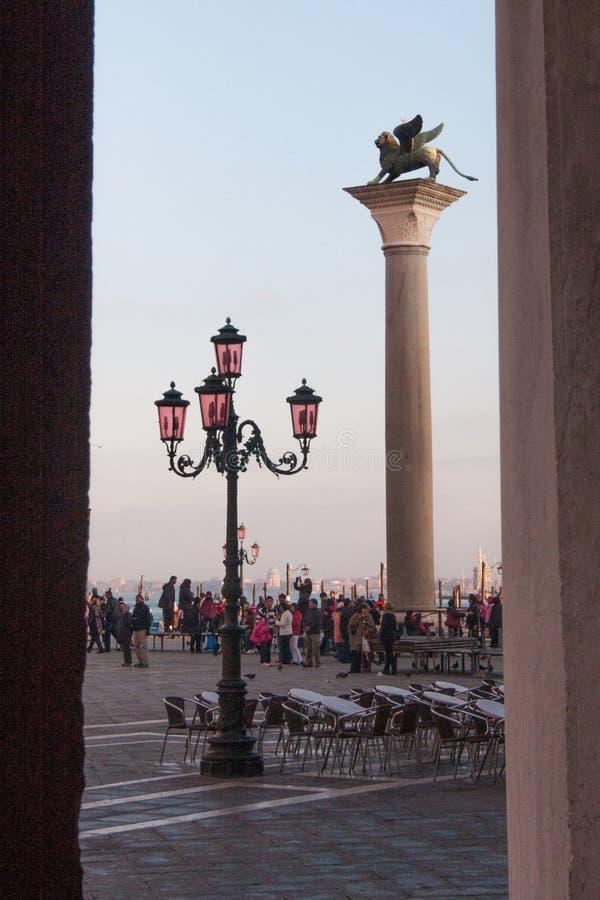 De Leeuwkolom van Venetië in Sain Mark Square, Venetië, Italië royalty-vrije stock foto's