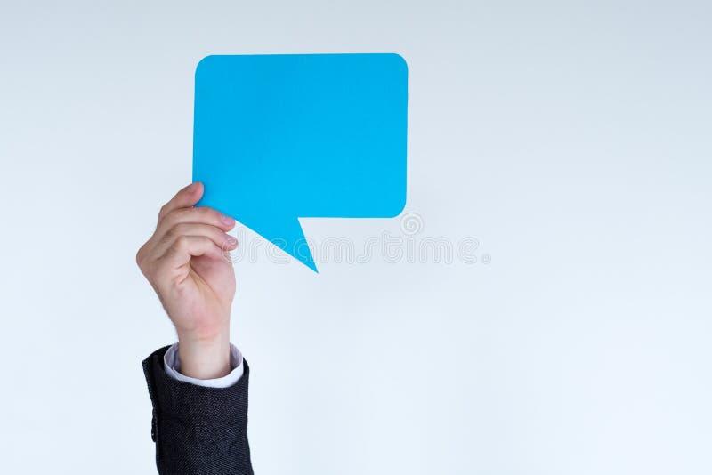 De lege blauwe gedachten van de handideeën van de toespraakbel royalty-vrije stock afbeeldingen