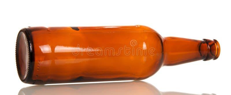 De lege geïsoleerde fles van het glasbier royalty-vrije stock foto's