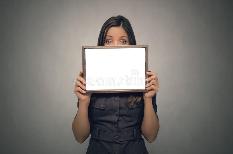 De lege grens van het fotokader in vrouwenhanden diploma certificaat royalty-vrije stock fotografie