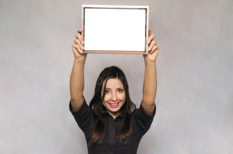 De lege grens van het fotokader in vrouwenhanden diploma certificaat stock fotografie