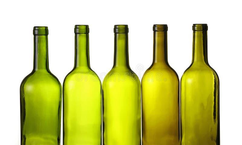 De lege groene die flessen van de glaswijn op wit worden geïsoleerd stock foto