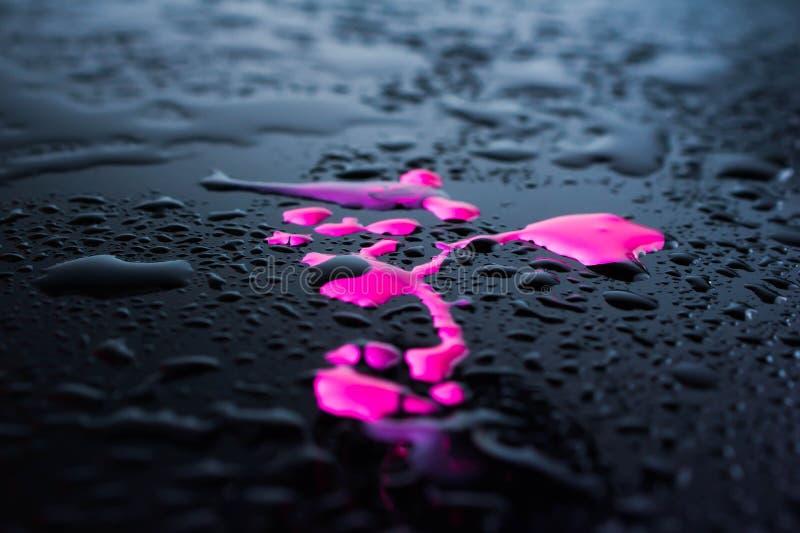 De lege houten lijst met water laat vallen de herfst vage regen stock foto's