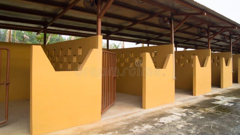 De lege Individuele Stal van het Paard van Boxen stock afbeelding