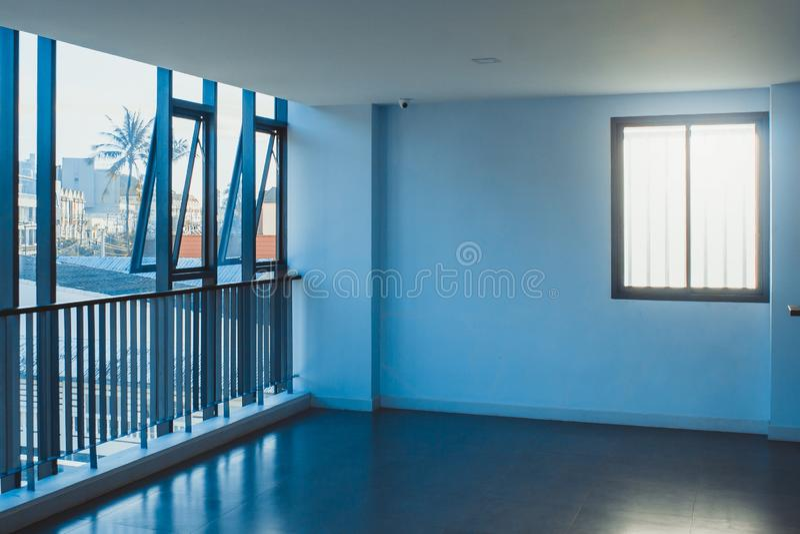 De lege ruimteruimte die wachten op verfraait de binnenkantbouw royalty-vrije stock foto's