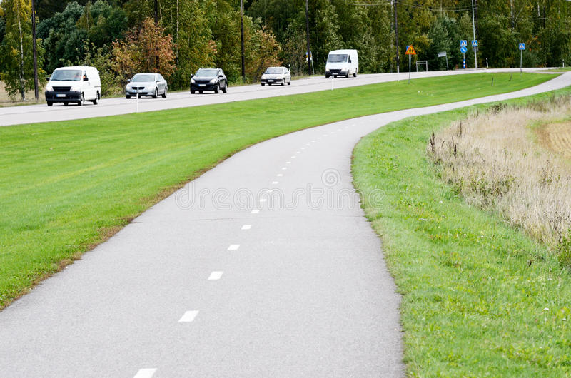 De lege weg van de asfaltfiets en motorweg royalty-vrije stock afbeelding