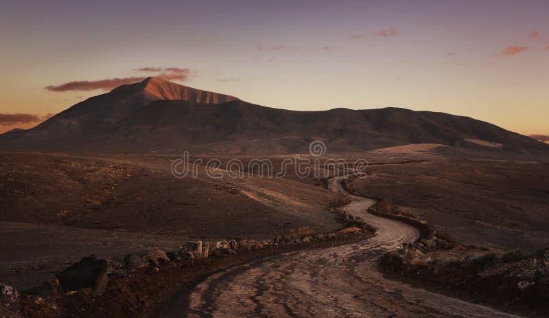 De lege Weg van de Woestijn royalty-vrije stock afbeeldingen