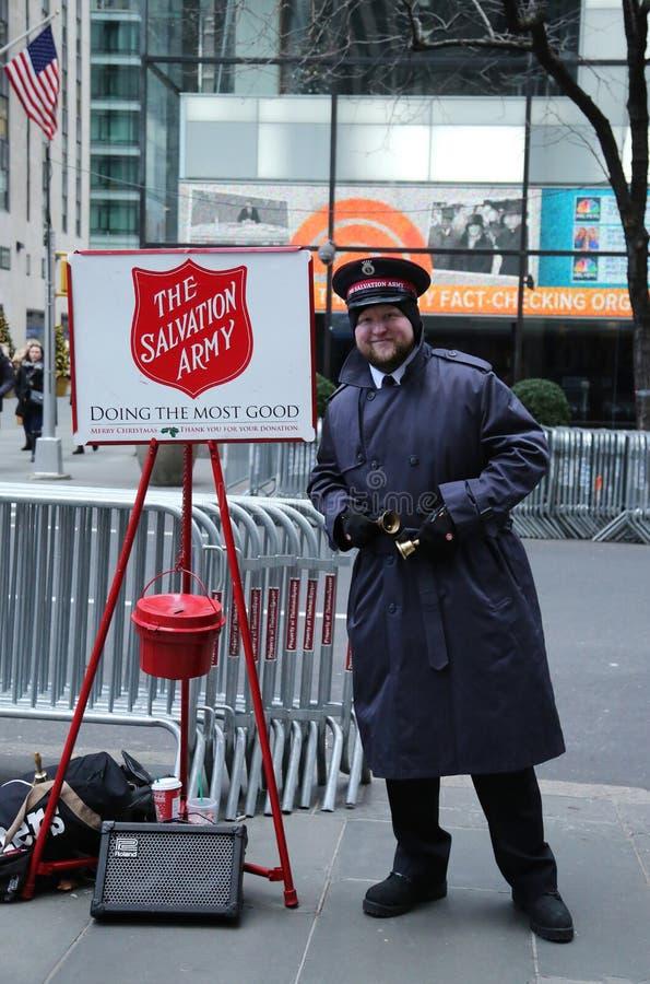 De Leger des Heilsmilitair presteert voor inzamelingen in uit het stadscentrum Manhattan stock foto