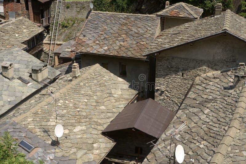 De leidaken van het kleine dorp van Bard in Aosta-Vallei - Italië royalty-vrije stock foto