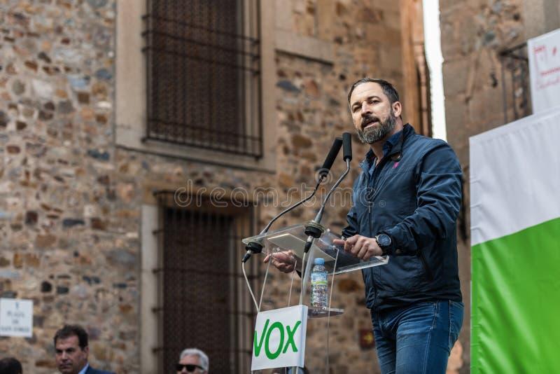 De leider van de uiterst rechtse partij Vox, tijdens zijn toespraak bij de verzameling die in het Plein DE San Jorge in Caceres w stock fotografie