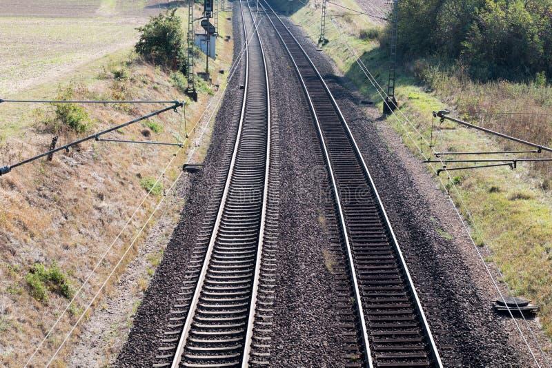 De lengte van het spoorwegspoor Industriële conceptenachtergrond stock afbeeldingen