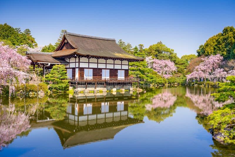 De lente bij Heian-Heiligdom stock fotografie
