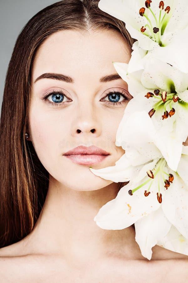 De lente of de Zomerportret van Mooie Vrouw royalty-vrije stock foto's