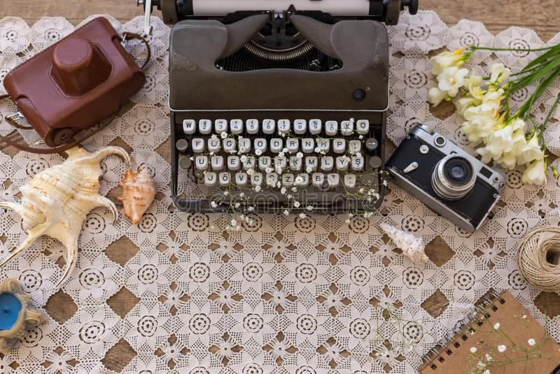 De lente en de zomer flatlay zaken, freelance en schrijven stock afbeelding