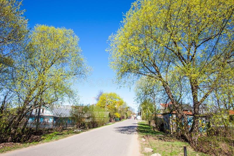 De lente in het Russische dorp Landschap royalty-vrije stock afbeelding