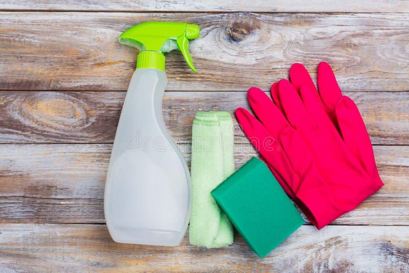 De lente het schoonmaken van huis Schoonmakende geplaatste levering stock foto