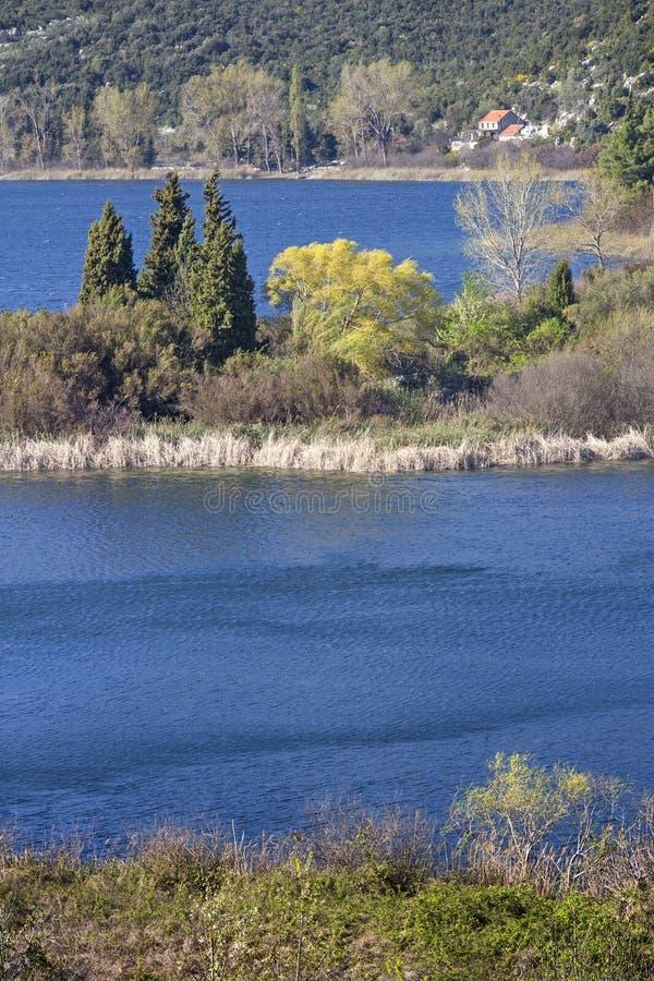De lente het wekken op kust van Bacina-Meren royalty-vrije stock fotografie