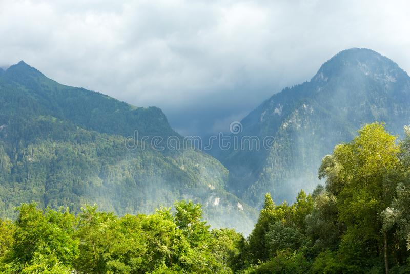 De lente in Zwitserse Alpen royalty-vrije stock afbeelding