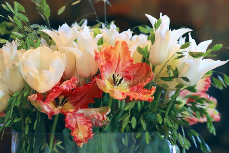De lenteboeket van tulpen royalty-vrije stock afbeeldingen