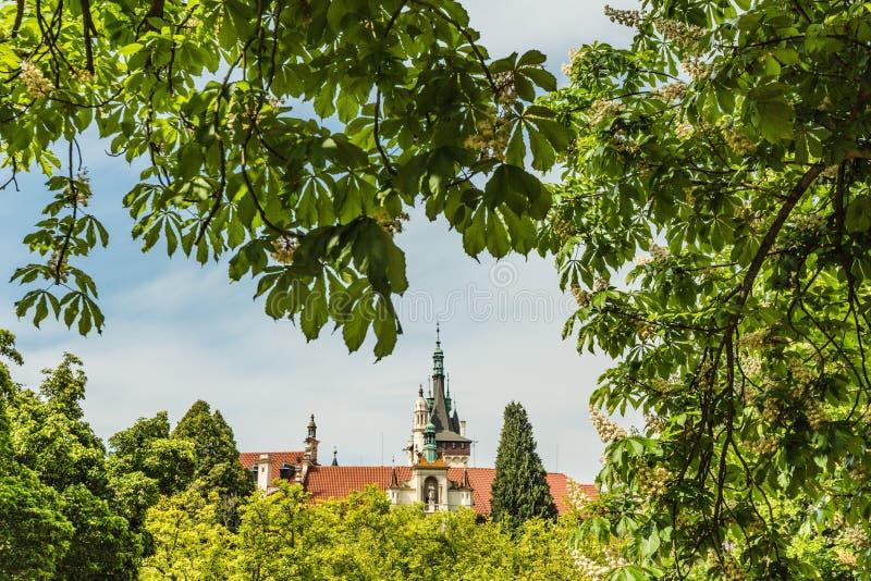 De lentemening van romantisch Pruhonice-kasteel stock foto