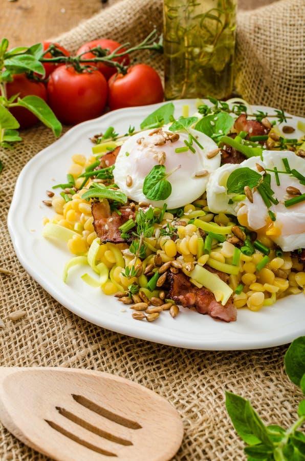 Download De Lentesalade Van Linzen Met Gestroopt Ei Stock Foto - Afbeelding bestaande uit cuisine, voeding: 54093110