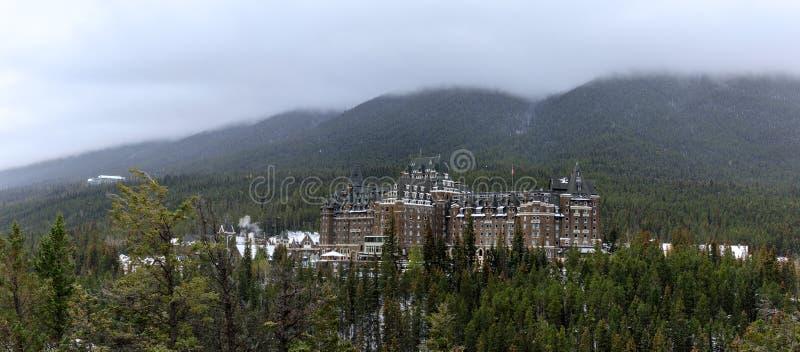 De Lenteshotel van Banfffairmont in de Canadese Rotsachtige Bergen, het Nationale Park van Banff royalty-vrije stock fotografie