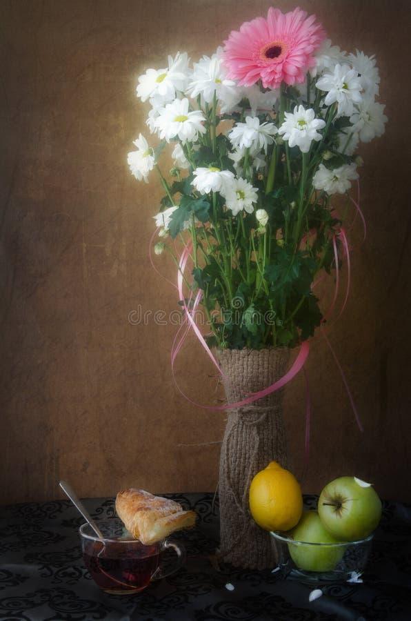 De lentestilleven in de oude stijl royalty-vrije stock afbeeldingen