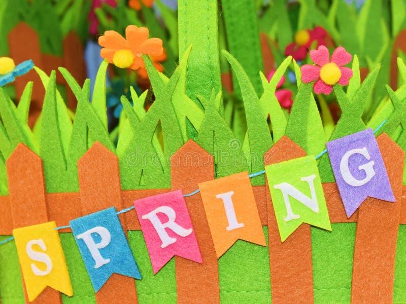 De lenteteken en kleurrijke achtergrond van gekleurde bloemen royalty-vrije stock afbeelding