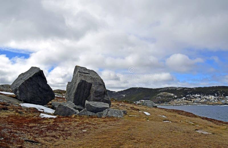 De lentezeegezicht langs de Sleep van VaderTroy ` s in Newfoundland Canada, dichtbij Flatrock stock foto