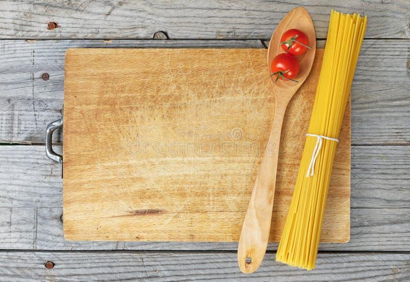De lepeltomaten van de deegwarenspaghetti stock afbeeldingen