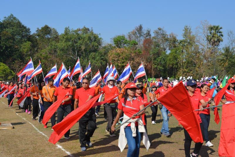 De leraren en de studenten lopen de parade royalty-vrije stock afbeeldingen