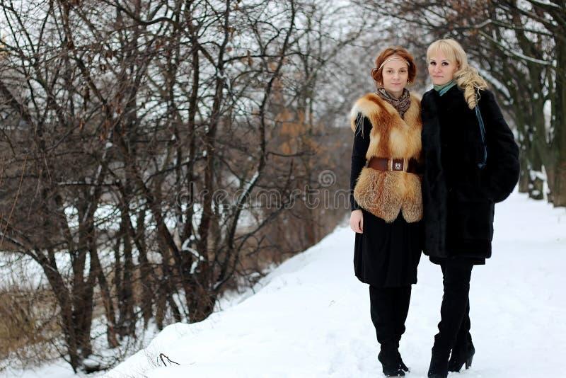 De lesbische straat van het paarmeisje stock fotografie
