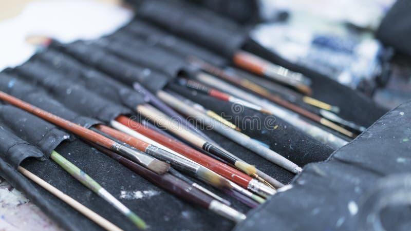 De lessen van de verfkunst het trekken Jonge geitjesschool stock fotografie