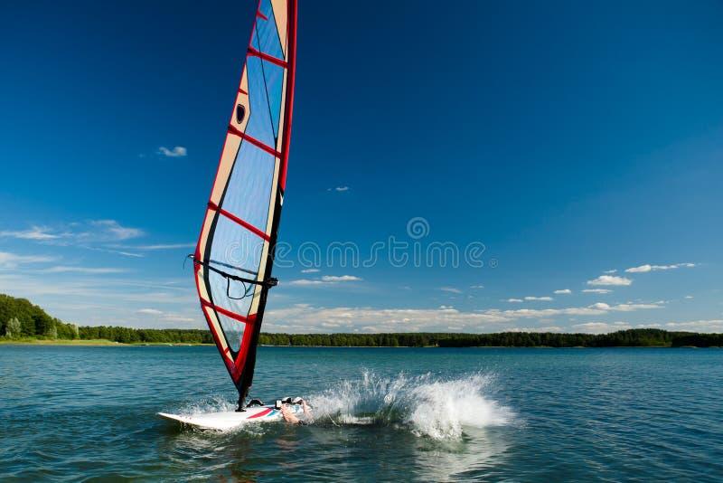 De lessen van Windsurfing stock afbeelding