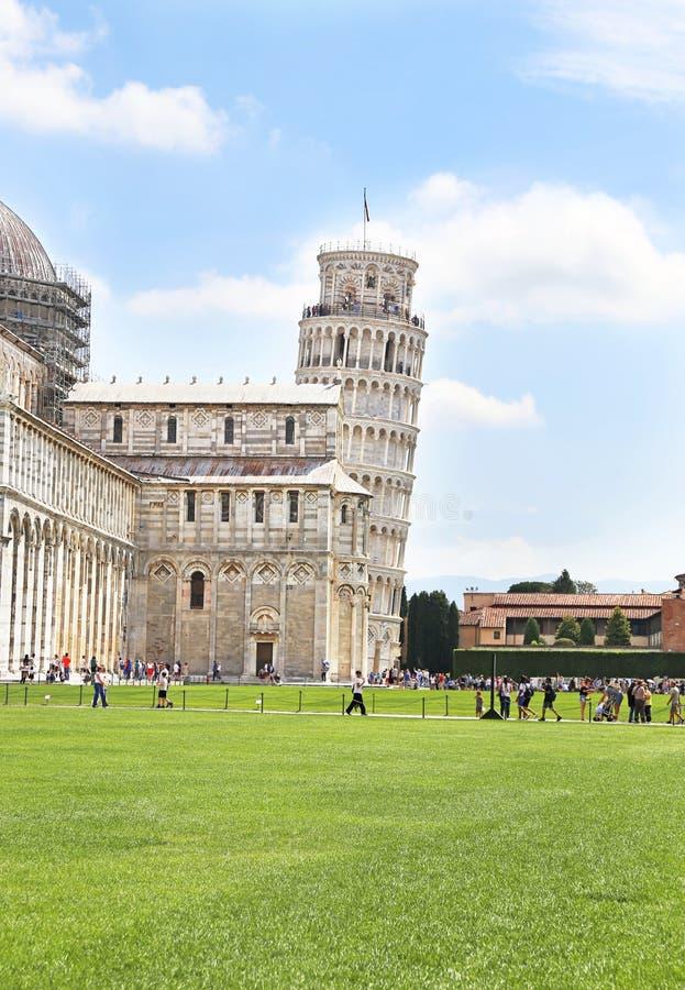 De leunende toren van Pisa Italië - beroemde Italiaanse oriëntatiepunten royalty-vrije stock foto