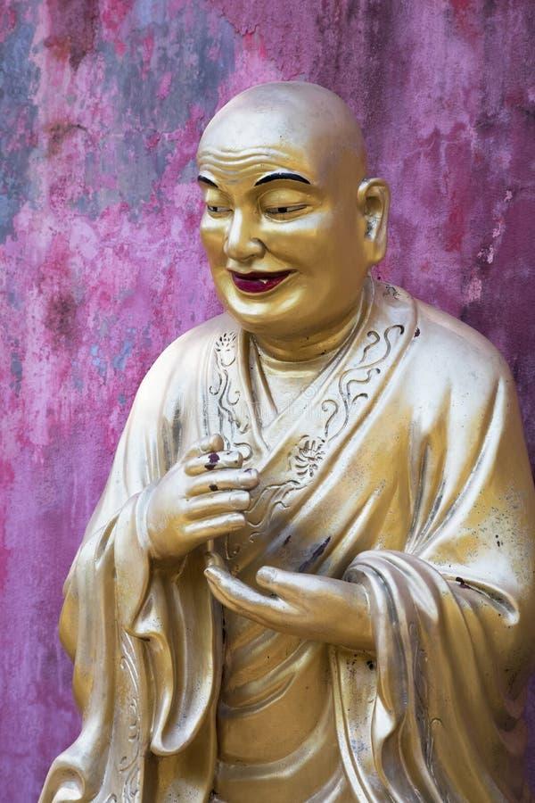 De levensgrote standbeelden van Boedha, het Klooster van Tienduizendtalbuddhas, Hong Ko royalty-vrije stock foto's