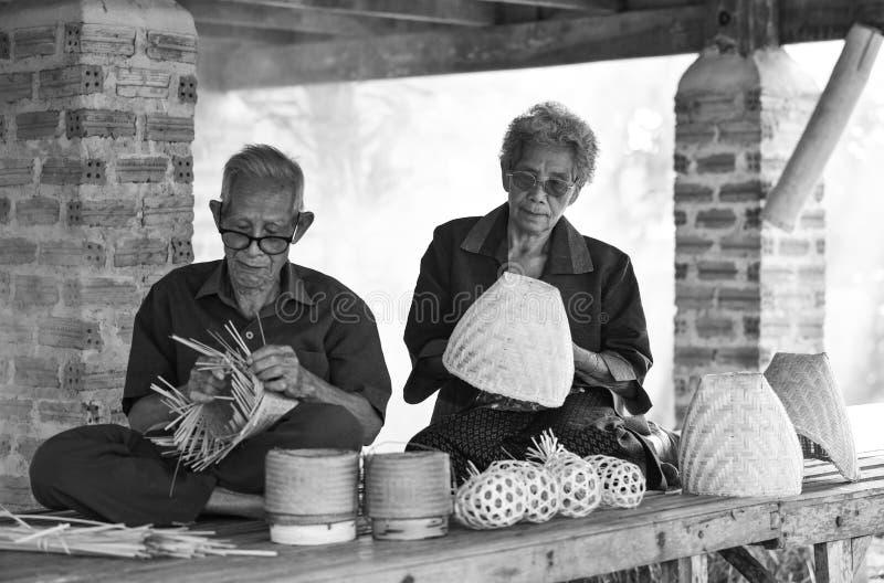 De Levensstijl van het bamboeazië van het grootouderweefsel stock foto's