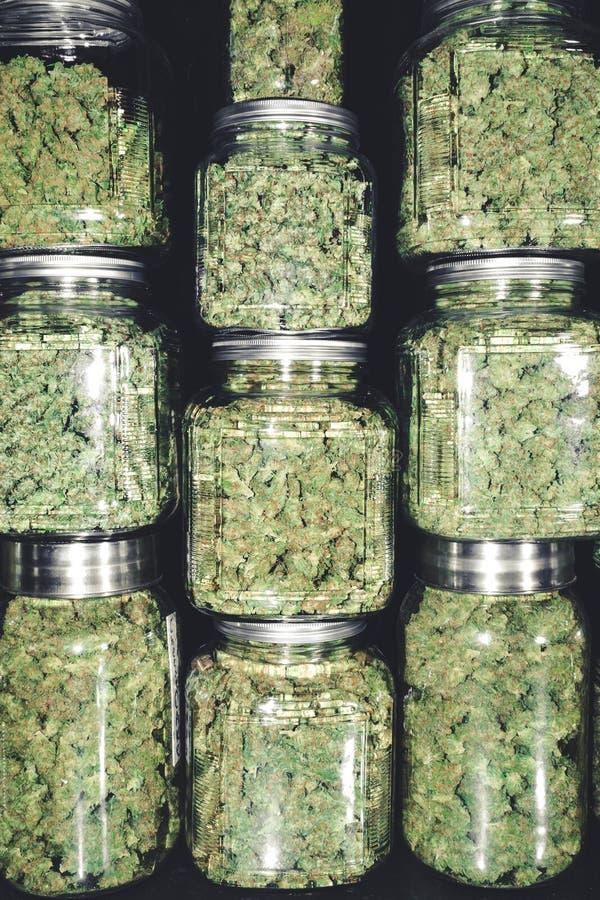 De Levering van de cannabisapotheek van Marihuana Bud Jars stock afbeeldingen