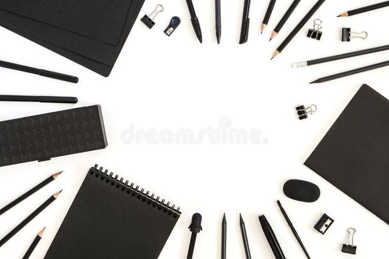 De levering van het bureau Terug naar School Document van de de potlodenpen van de bladenblocnote van de de gomslijper de samenst stock foto