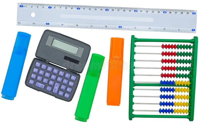 De levering van de kantoorbehoeftenschool: heerser, calculator, telraam en multicolored tellers royalty-vrije stock foto's