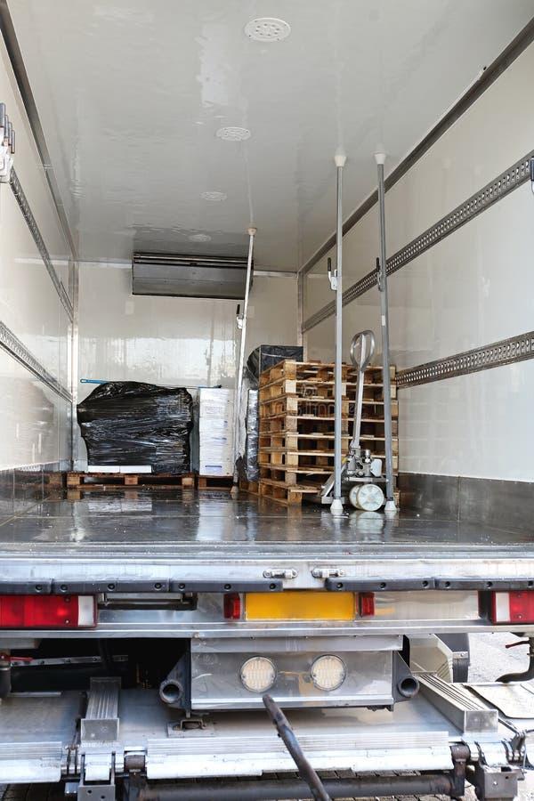 De Levering van de koelkastvrachtwagen royalty-vrije stock afbeelding