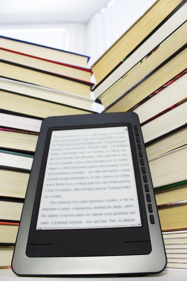 De lezer van Ebook stock foto