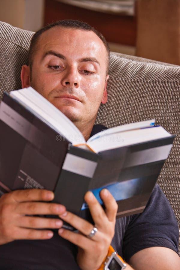 De lezing van de mens stock afbeelding