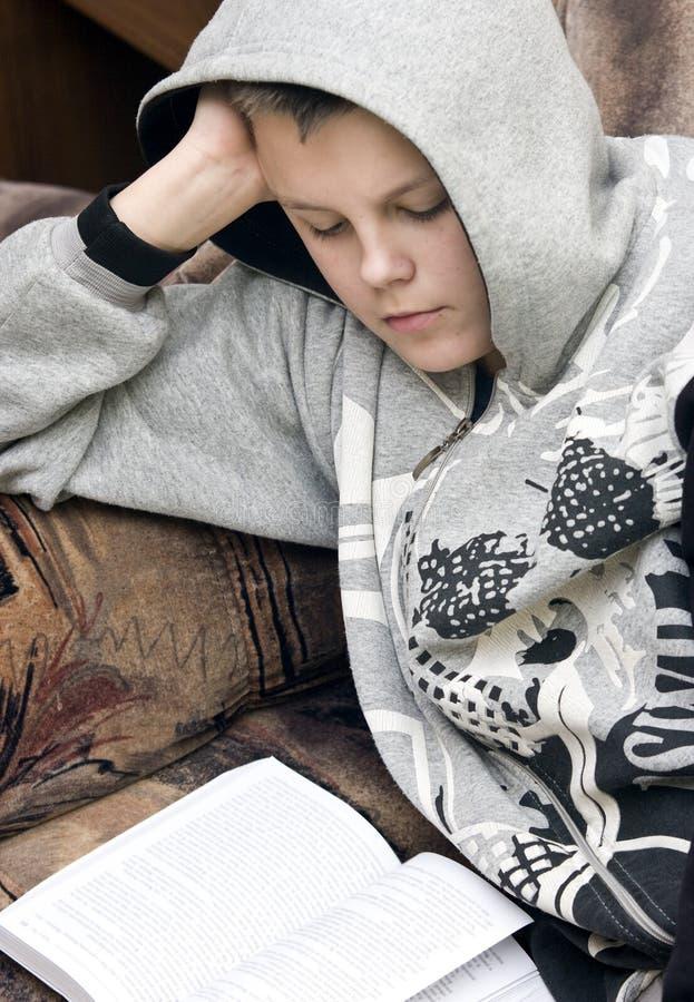 De lezing van de tiener royalty-vrije stock foto's