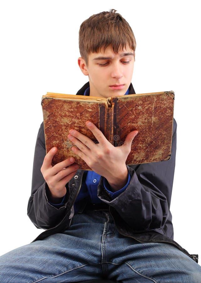 De lezingsboek van de student royalty-vrije stock afbeelding