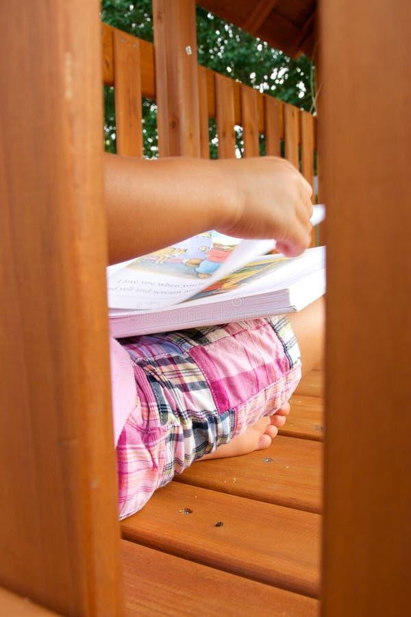 De lezingsboek van het kind royalty-vrije stock afbeeldingen