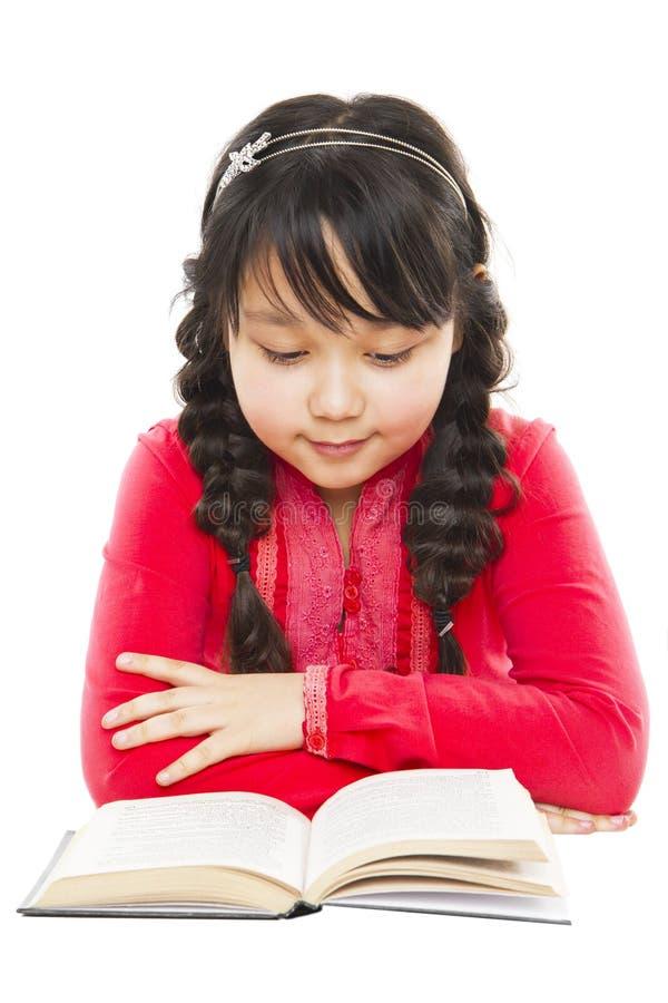 De lezingsboek van het schoolmeisje royalty-vrije stock foto's