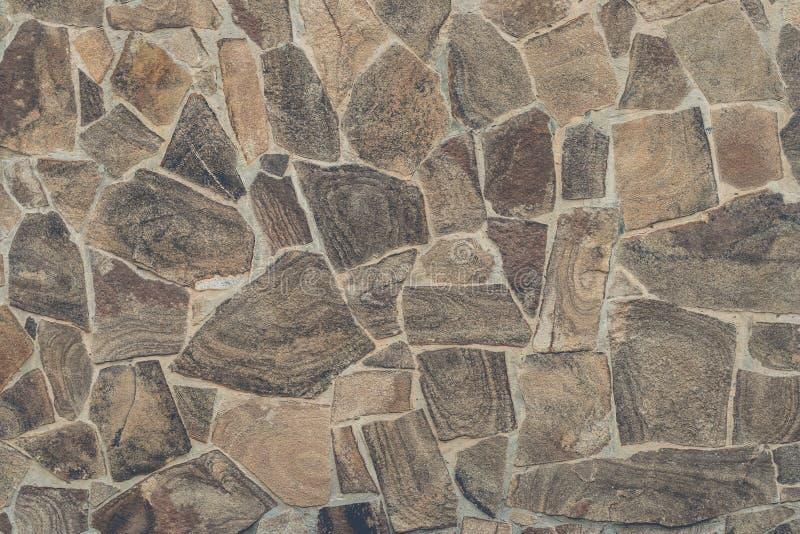 De lichtbruine achtergrond van de steenmuur Lichtbruine weefselachtergrond van steenmozaïek Lichtbruine steenmuur in abstracte st stock afbeeldingen