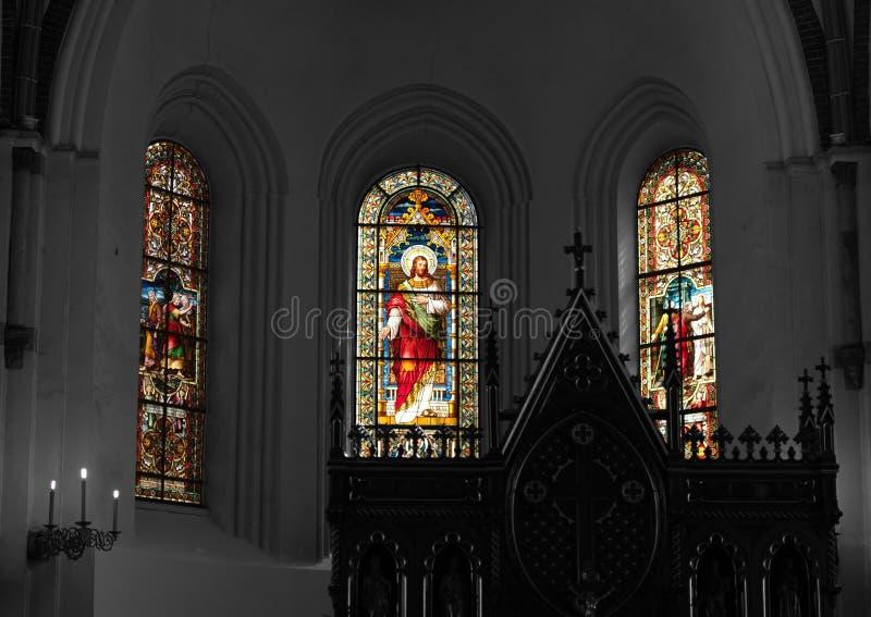 De lichte komst door de vensters in de kerk royalty-vrije stock foto's