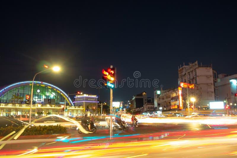 De lichte slepen van auto bij kruising stock afbeelding